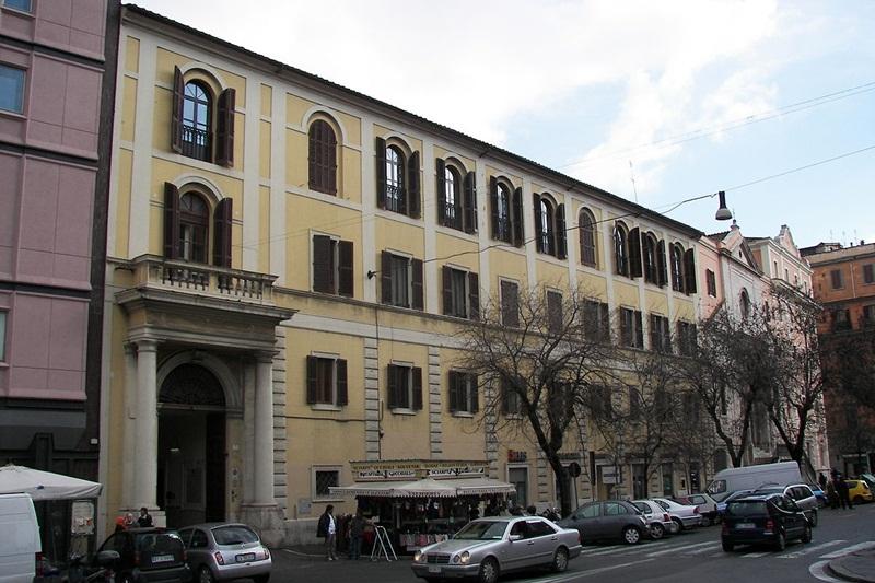 Institutul Pontifical Oriental, Piaţa Santa Maria Maggiore din Roma