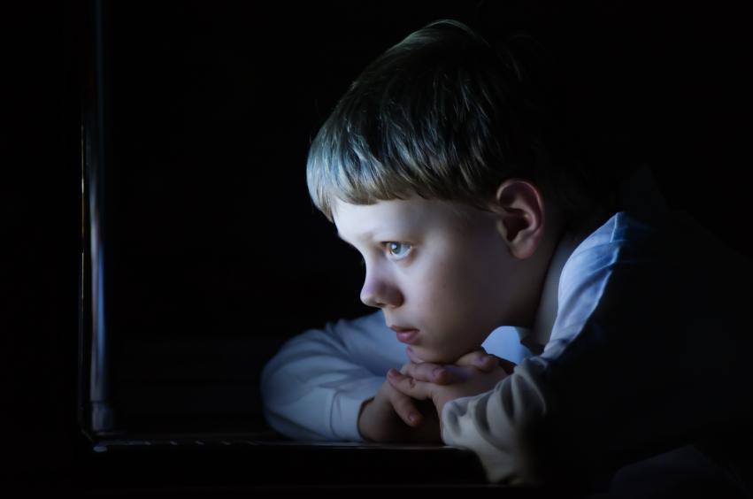 Un nou studiu arată posibile efecte severe și iremediabile ale tehnologiei asupra creierului copilului