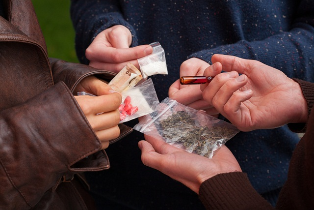 elevi-romani-droguri-ana