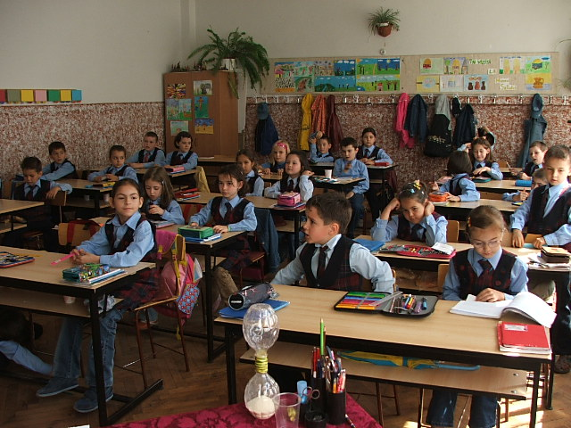 copii-elevi-școală-clasă
