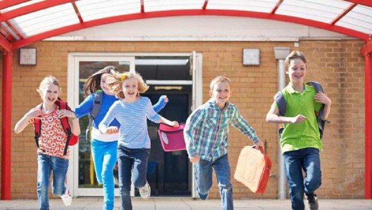 Elevii intră din nou în vacanță, peste 3 săptămâni