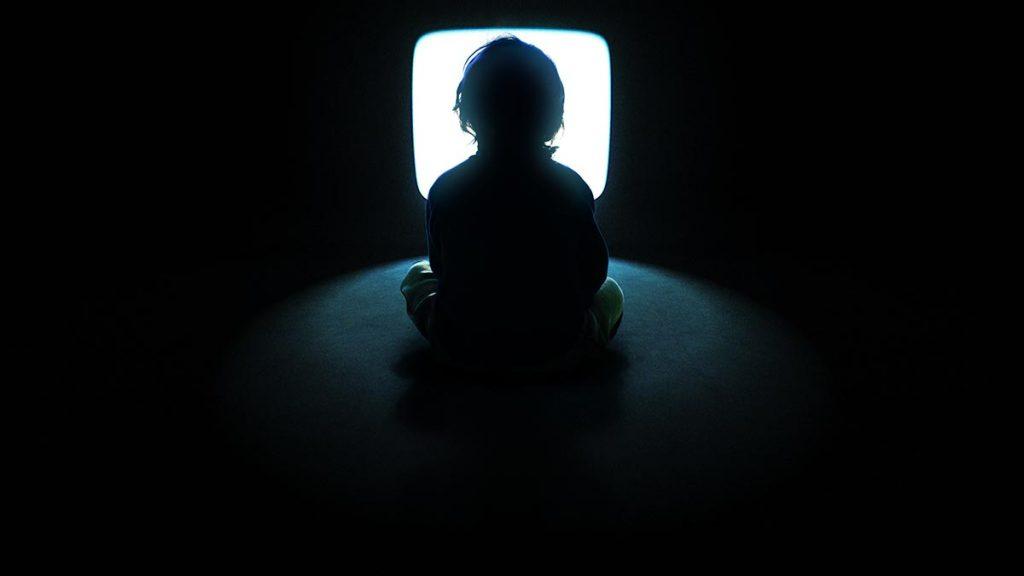 Cum să-ți protejezi ochii în fața televizorului