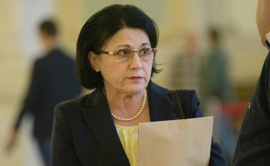 Andronescu: Strângerea de bani pentru fondul clasei nu este legală