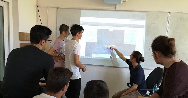 Tinerii români, finaliști la NASA. Merg pe cont propriu, pentru că ministerul nu îi finanțează