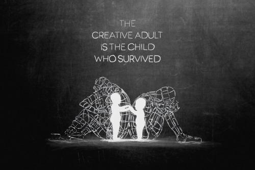 Ne naștem genii creative, dar sistemul educațional ne îndobitocește