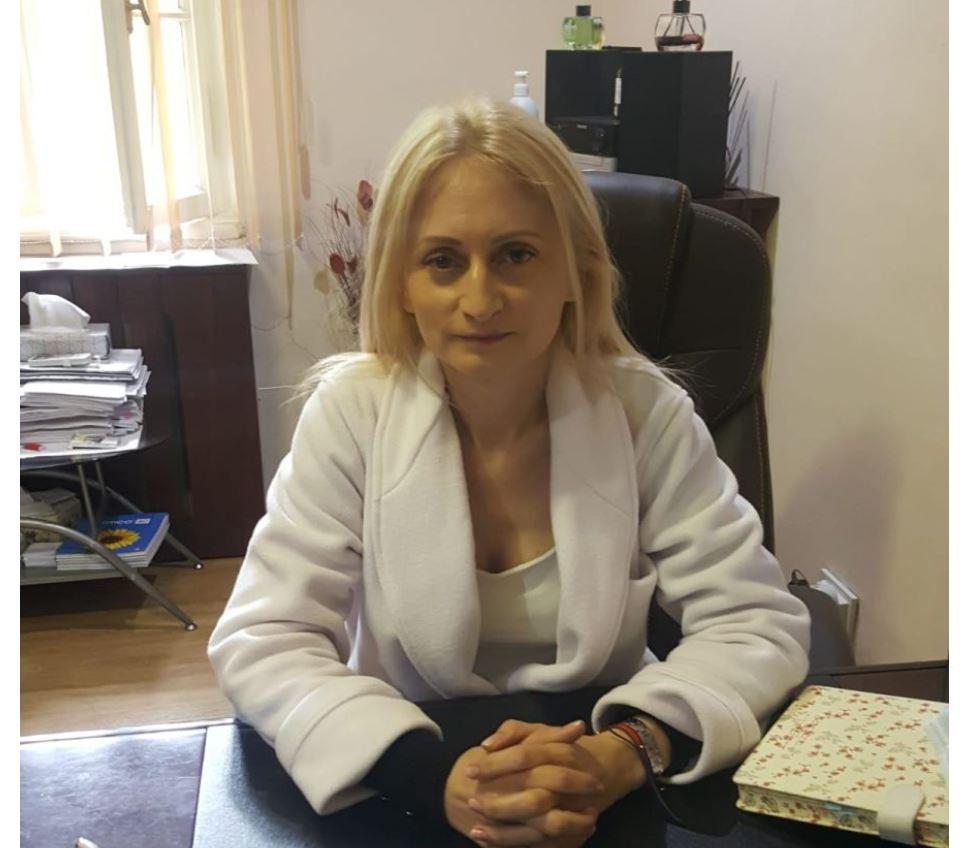 medic psihiatru, Petronela Nechita